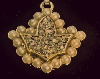 Crystal Ivy and Pearls charm