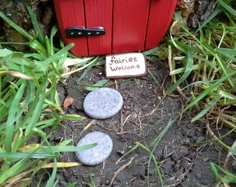 Stepping stones and 'Welcome' mat for fairy garden or terrarium