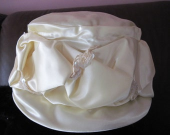 Vintage summer cloche hat in champagne colored polyester