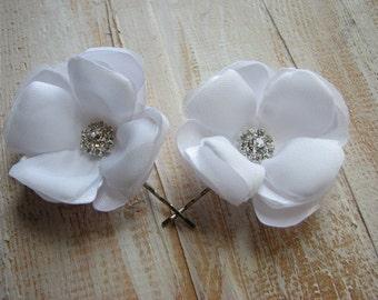 Set of 2 white flowers White hair pins White hair flower White wedding flower Pure white hair flower White bride flower White headpiece