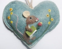 Heart hanging decoration, needle felted mouse on a heart with flowers and book, personalised and with notlet pocket, small gift or card