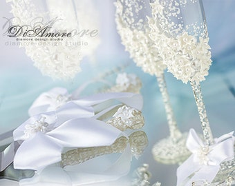 Winter Wedding Set, Pearls Wedding Champagne Glasses, Personalized Wedding flutes and Cake Server Set, Mr and Mrs   4pcs
