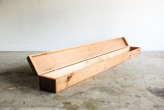 lange holzkiste lange holzkiste holzkiste mit industriellen. Black Bedroom Furniture Sets. Home Design Ideas