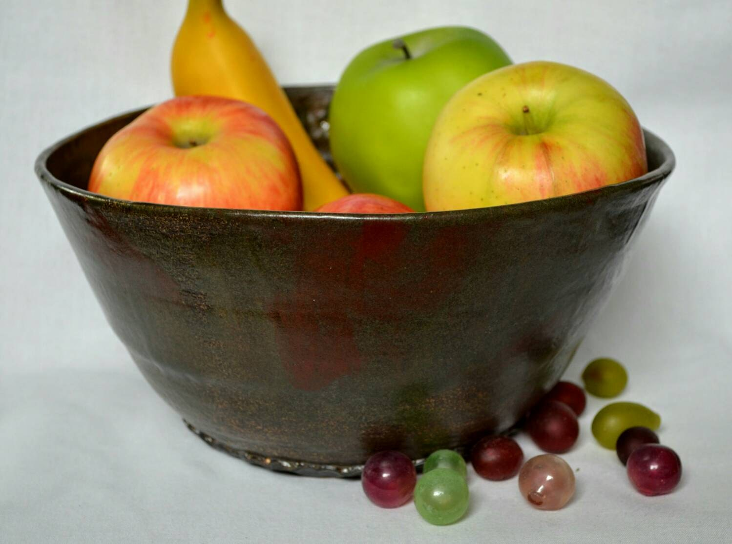 Large Ceramic Fruit Bowl 9 Cup Barn Red Brown Green