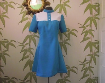 Stylish mod dress with short sleeves and high collar is a great additon to your sixties summer wadrobe