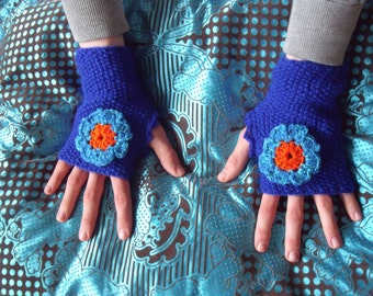 Blue fingerless gloves with crochet flower