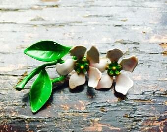 Sixties Small Double Daisy Flower Pin