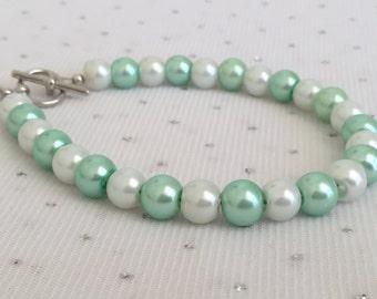 Seafoam Mint Green Pearl Bracelet, Mint Bridesmaid Bridal Jewelry, Seafoam Mint Green Wedding Jewelry, Mint Green Bridesmaid Jewelry Gift