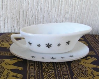 JAJ Pyrex White Snow flakePattern Gravy Boat  on Stand  Made in England