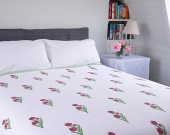 WHITE QUILT BEDSPREAD - Red tulip