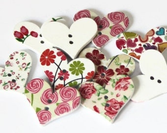 10 Flower Heart Buttons - Large Wooden Buttons - 22mm x 29mm - Heart Shape Buttons - Vintage Style Buttons - White Floral Heart - PW141