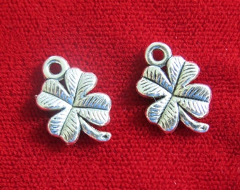 "10pc ""clover"" charms in antique silver style (BC718)"