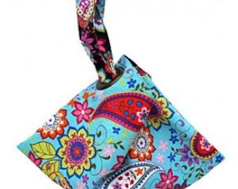 YOU SEW GIRL, Designed by Nicole Mallalieu,  Fan Bag / Wrist Purse Pattern with Grommet