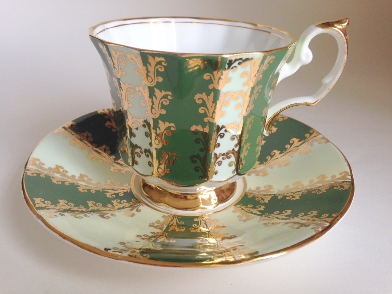 green gold tea cup and saucer elizabethan teacup and saucer. Black Bedroom Furniture Sets. Home Design Ideas