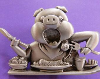 JJ Jonette Pig Making A Pig Of Himself Chowing Down Brooch PIn