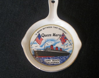 Darling Vintage QUEEN MARY POTTERY Piece, Shaped like a Small Frying Pan