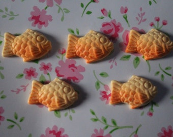 Cute Fish Pastry Cabochons 14mm x 20mm - 5pcs