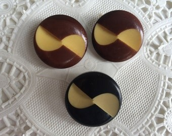 3 Antique 1930s 1940 Carved Celluloid Shank Buttons 2 Brown 1 Black