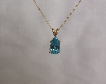 """Sky Blue Topaz Necklace w/Oval Link 20"""" Chain in 14k Yellow Gold - EB113"""