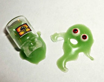 Dollhouse miniature 1:12  Potion of witches, green slime)