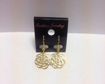 Dangle earrings   Gold flower   Lilly Rose