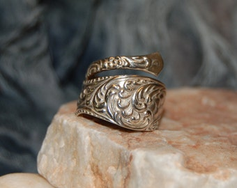 Vintage Sterling Silver Repousse Swirl Plumed Large By Pass Spoon Wrap Ring Flatware Design