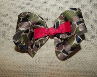 Camo Boutique Bow with Pink Center Knot