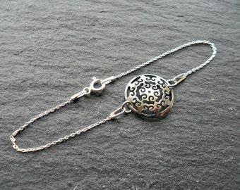 Sterling silver Minimal bracelet, Circle Disc Bracelet, 925 sterling silver, UK jewellery, Delicate bracelet, Modern silver, Simple silver