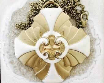 Vintage flower style pendant necklace
