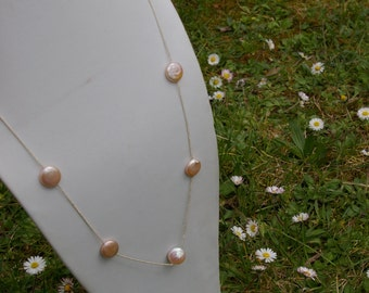 Silver chain necklace in pearls