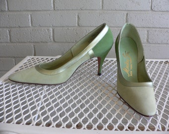 FREE SHIPPING!!! Vintage 1960s Beautiful Two Tone Green Mackey Starr Pumps Heels Size 7.5