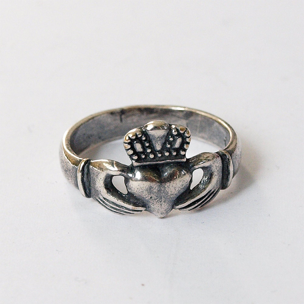 claddagh claddagh ring claddagh jewelry ireland jewelry. Black Bedroom Furniture Sets. Home Design Ideas