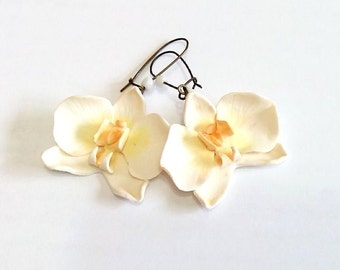 White Orchid Earrings - orchid earring - orchid wedding - Flower Accessories, Bridal Flower, White Bridesmaid Jewelry, Flowers Girl Jewelry