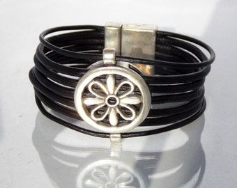 Zamak Metal and Leather Flower in a Circle Bracelet, Magnetic Clasp, Created in the Spanish Uno de 50 Style