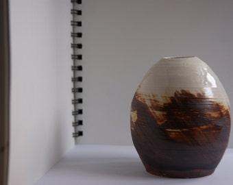 Four inches Duo colored Ceramic vase