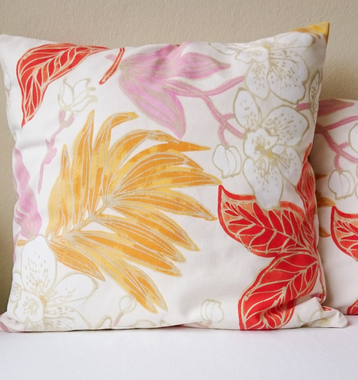 coussin motif fleur imprim cru corail rose orange housse. Black Bedroom Furniture Sets. Home Design Ideas