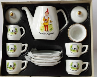 Complete German Porzellan Kinderservice Van Nelle's Piggelmee Porcelain Tea Set with Box