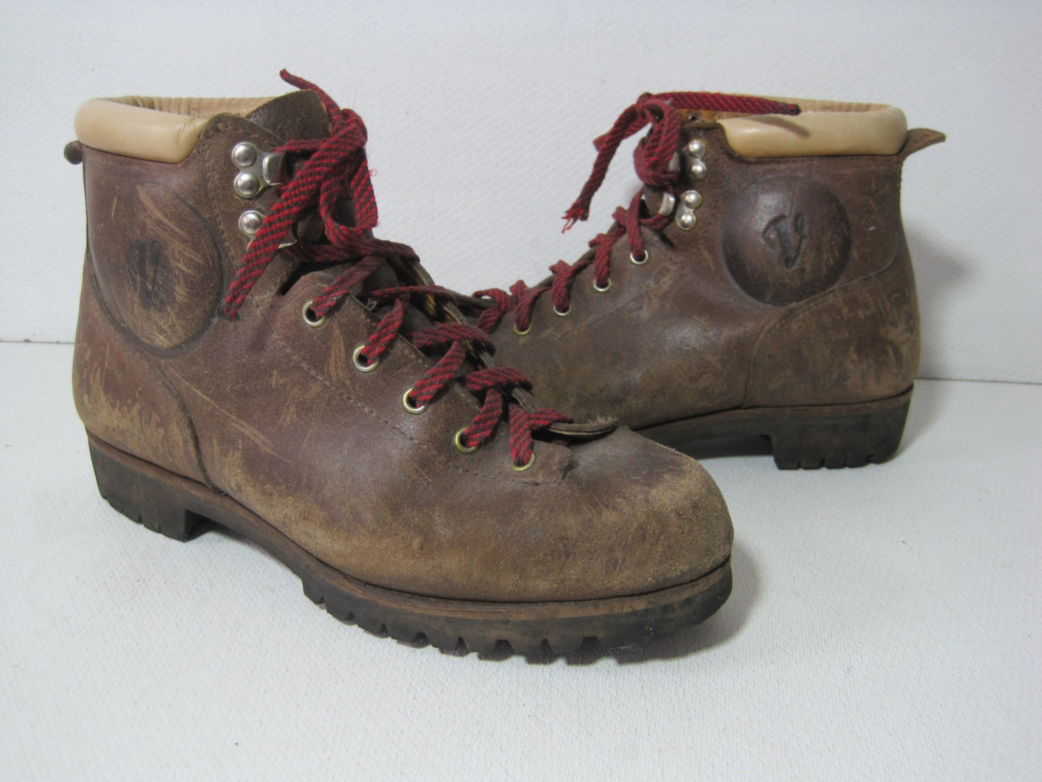 vasque hiking boots trail alpine mountaineering hunting size. Black Bedroom Furniture Sets. Home Design Ideas