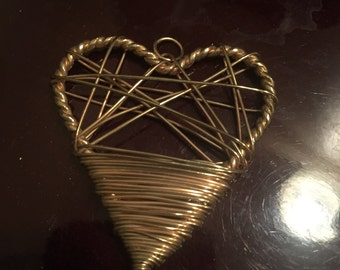 Wired heart pendant