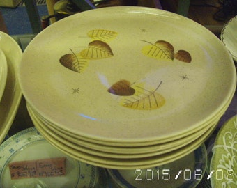 "1950's VernonWare Sherwood design 10"" Dinner plate Made in the USA"