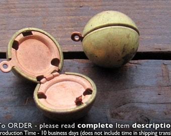 2 Brass Ball Lockets 18mm Raw Brass. Vintage Lockets. Antique Style. Sphere Lockets. Working Locket. Pendants. 2 pc. Raw Brass Ball Lockets