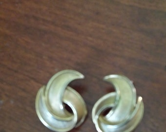 vintage Trifari gold tone clip earrings signed