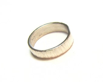 "Ring ""Búzios"" - hammered silver ring"