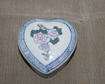 Vintage Heart Shaped w Flowers on Front Trinket Holder Ring Holder, Bathroom Decoration, Vanity Decor Could Hold Anything Small, Collectible