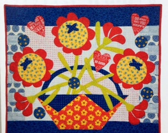 """Pat Sloan FRIENDS FOREVER applique and pieced quilt pattern 28"""" x 32"""""""