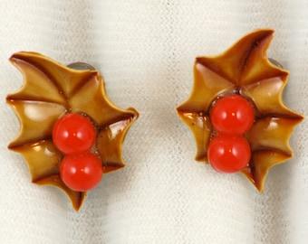 """Vintage 1950s Christmas """"Holly"""" Screwback Earrings"""