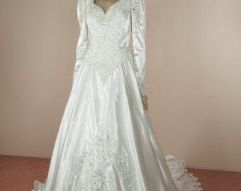 White Wedding Dress 80s – Vintage bridal gown from 1980s - long sleeves dress -  long train dress