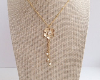 Gold Bridal Necklace / Gold Flower Necklace / Spring Wedding Jewelry / Gold Pearl Necklace / gift for Bride