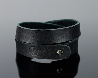 Leather wristband - Mens leather wristband, two turns quality Italian leather.