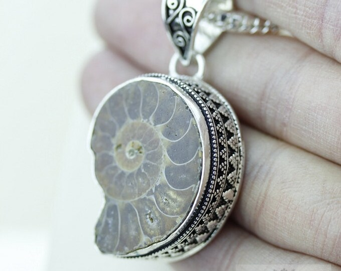 Madagascar AMMONITE Fossil 925 S0LID Sterling Silver Vintage Style Setting Pendant + 4mm Snake Chain & Free Worldwide Shipping p2551